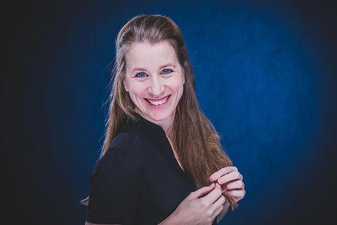 Door deze blauwe wand komen de ogen van actrice Vivian Dabrowski ontzettend mooi uit. Dit is een close up foto voor haar casting portfolio. Wil jij ook casting foto's laten maken? Dan ben je bij fotografe Nikki Hoff van Studio86 op het goede adres!