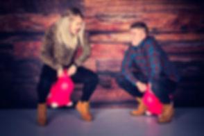 Voor een losse, creatieve en gezellige portretfoto van jou en jouw broer en zus samen ga je naar de leukste fotostudio van Nederland, Studio86. Hier zitten een broer en zus op een roze skippy koe wat een spontane foto oplevert. Heb jij zelf leuke, creatieve ideeën voor een portretfoto? Bij Studio86 is alles mogelijk!