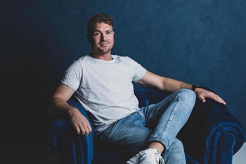 Castingfotografie bij Studio86. Dit is Derk Legerstee. Hij is acteur en fotomodel en heeft zijn castingfoto's laten maken door een beroemde fotografe.