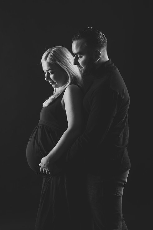 Voor een mooie zwangerschaps fotoshoot ga je naar fotostudio Studio86 in Zuid Holland. De beste en meest moderne fotostudio van Nederland. Jij kunt een zwangerschaps fotoshoot alleen boeken of met jouw partner. Ik zal zowel foto's van de dame die in verwachting is maken, als van haar en haar partner. Wil jij een zwangerschapsshoot boeken? Ga dan naar www.studio86.nl