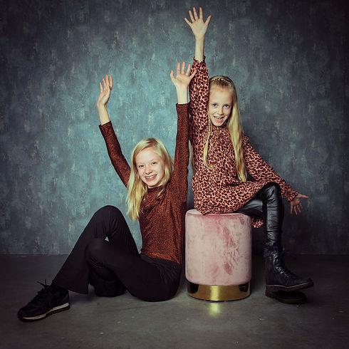 Voor spontane kinderfotografie ga je naar bekende fotografe Nikki Hoff van Studio86.nl Nikki maakt mooie, creatieve en spontane portretfoto's van kinderen en is de beste kinderfotograaf in de regio. Wil jij ook een mooie portretfoto van jouw dochter laten maken ben je opzoek naar een fotograaf in Zuid Holland? Dan is dit dé fotostudio voor jou.