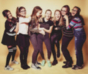 Gezellige kindershoot gedaan van de jarige job met haar vriendinnetjes. Deze dame vierde haar 13e verjaardag in de tofste fotostudio van Zuid Holland.  Spontaneous photography with a birthday party.