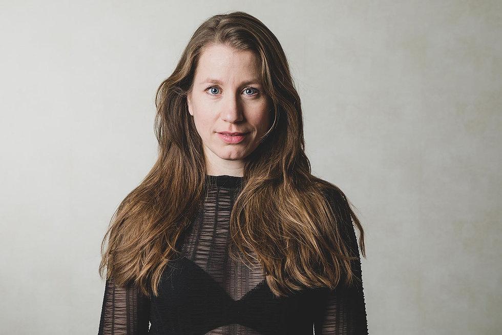 Close up portret foto van Vivian Dabrowski. Heb jij ook een goede castingfoto nodig? Nikki is een bekende casting fotograaf en helpt jou graag aan een up to date casting portfolio. Castingfoto's maken kan dus bij Studio86 in Alphen aan den Rijn.