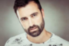 Castingfotografie van Bjorn Remmerswaal gemaakt door bekende fotografe Nikki Hoff. Een close up portretfoto van een sexy man.