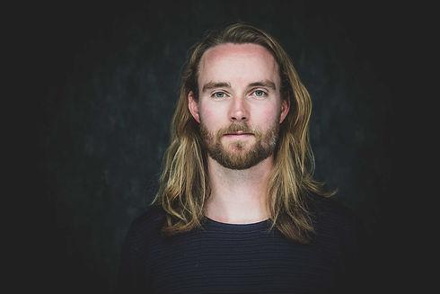 Professionele casting foto van beginnend acteur Tommie Hoogerwerf. Professional casting photo of a starting actor.