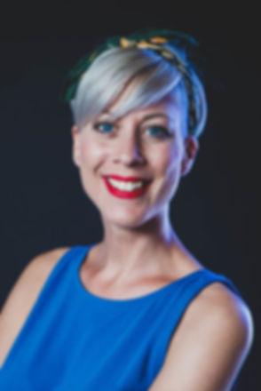 Wil jij een linkedin foto laten maken? In Alphen aan den Rijn zit professionele fotograaf Nikki Hoff in haar fotostudio Studio86.  Professional headshot.