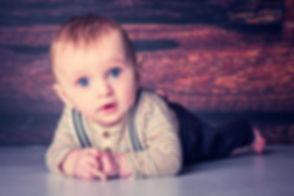 Deze baby van 5 maanden is gefotografeerd tijdens een baby fotoshoot in de fotostudio van bekende fotografe Nikki Hoff. Nikki is een creatieve kinderfotograaf en heeft veel ervaring met kinderen vanaf 5 maanden. Voor het boeken van een baby fotoshoot ga je naar de beste, fotostudio van Nederland, Studio86 in Alphen aan den Rijn.