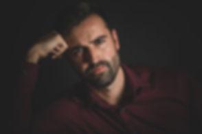 Wil jij net als Bjorn Remmerswaal een castingshoot boeken? Studio86 is één van de bekendste fotografen als het om castingfotografie gaat. Je kunt een afspraak met haar maken via www.studio86.nl/contact Ook is zij een hippe instagram fotograaf. Op deze foto zie je dat een sexy man zijn jasje over zijn schouder draagt. Casting photoshoot by famous photographer Nikki Hoff.