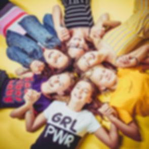 Wat een gezellige fotoshoot was dit om te doen! Een ontzettend origineel idee om een fotoshoot te boeken voor een kinderfeestje.  Happy photograph of children made during a children's birthday party.