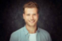 Ook Joshua Albano heeft zijn castingfoto's laten maken bij Studio86 te Alphen aan den Rijn. Heb jij ook elk jaar nieuwe casting foto's nodig? Dan help ik jou hier graag bij.  Casting photography by Studio86. A young handsome man who is an actor.