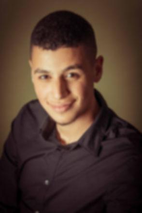 Hamza Othman heeft zijn castingfoto's laten maken bij professionele en bekende fotografe Nikki Hoff. Zij heeft een fotostudio gevestigd in Alphen aan den Rijn waar ze over alle materialen beschikt voor een toffe fotoreportage.  Professional head shot for casting. A young male actor in this photograph.