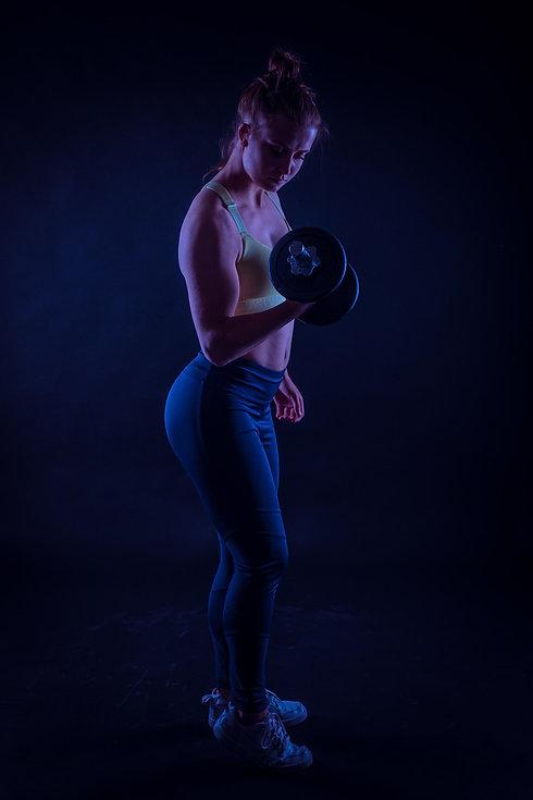 Deze sportieve dame heeft haar fitness fotoshoot geboekt bij een bekende sportfotograaf. Nikki Hoff van Studio86 staat bekend om haar stoere fitnessfoto's binnen de fotostudio.