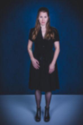 Blauw is toch wel de beste kleur voor een achtergrond voor o.a. een castingfoto. Dit is Vivian Dabrowski en zij is actrice. Wil jij ook een casting shoot boeken? Dan is Studio86 de beste fotostudio om deze portret fotoshoot bij te boeken.