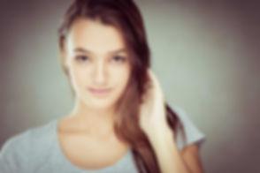 Deze tiener wilt model worden en wilt haar portfolio uitbreiden met professionele portretfoto's. Deze close up profielfoto is gemaakt bij bekende fotografe Nikki Hoff in haar fotostudio, Studio86. This teenager wants to be a model and needs photo's for her portfolio. This close up is made by famous photographer Nikki in her photo studio.