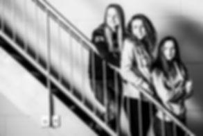 Wil jij ook een fotoshoot met jouw zussen boeken? En wil je weten wat de kosten zijn van deze fotoshoot? Neem dan contact op met professionele fotograaf Nikki Hoff, voor meer informatie hierover.  Three girls on a stairs. This sisters did a urban like photoshoot.