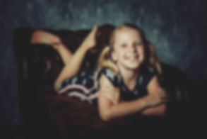 Nikki is een professionele fotograaf en is gespecialiseerd in portretfotografie. Wil jij ook een mooie portretfoto van jouw dochter laten maken? Nikki heeft een mooie fotostudio waar ze meerdere kanten op kan met haar studiofotografie.  Professional photography of children.
