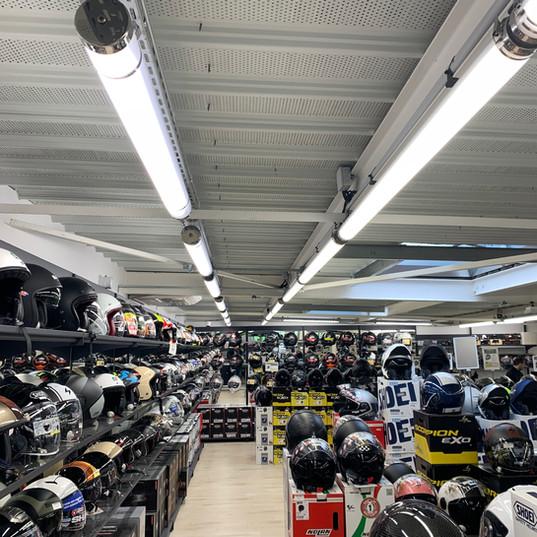 MAXXESS Toulouse éclairage industriel magasin avec des luminaires Lucibel