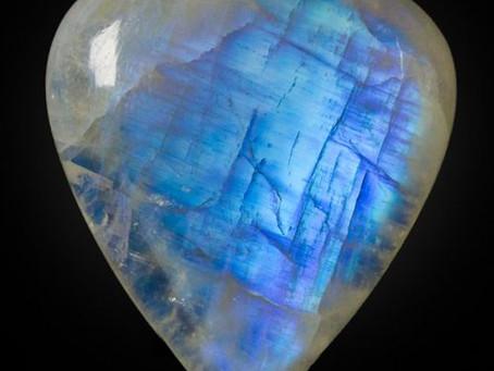 Лунный камень и его свойства.