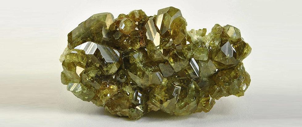 зеленый гранат гроссуляр свойства камня