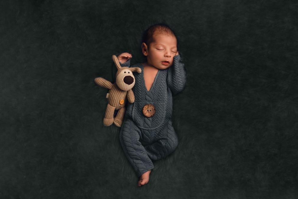newborn photographer paphos cyprus