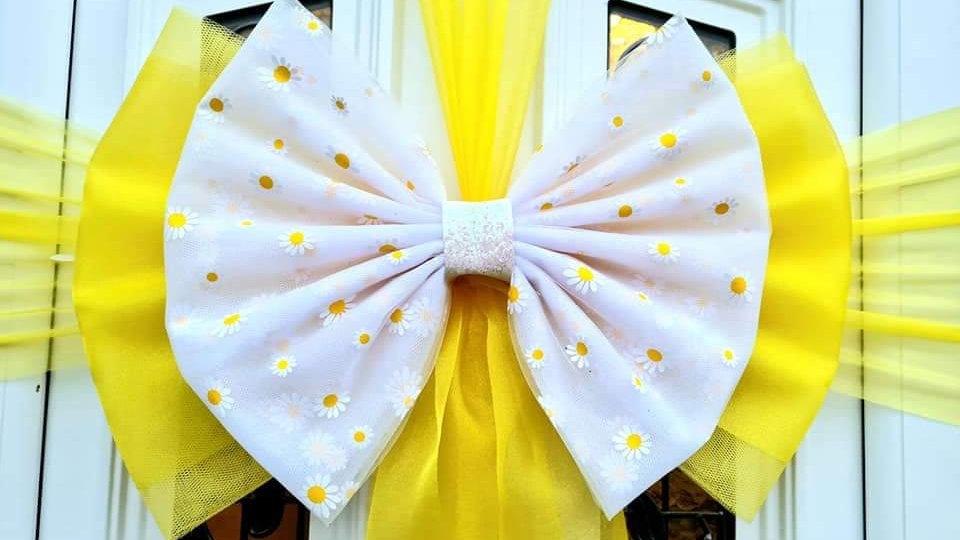 Spring Daisy  Door Bow ..Dress your door .. Giant Door Bow