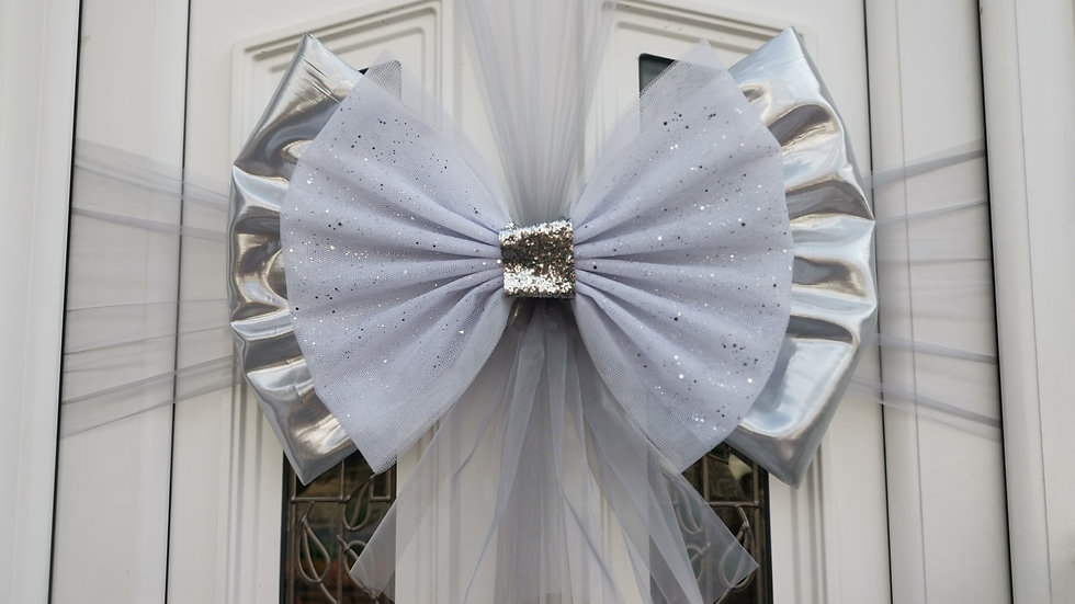 Metallic Silver & White  Christmas Door Bow 🎀 .