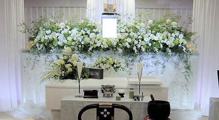 自然の風景のような花祭壇