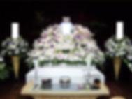 空間と一体感のある花祭壇