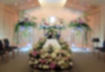 光で演出した花祭壇
