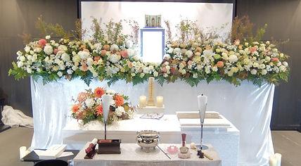 立体的な花祭壇