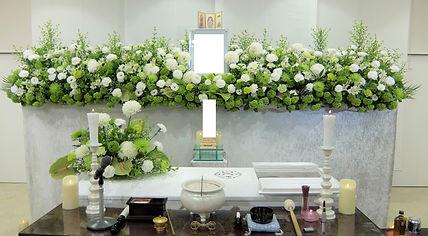 やわらかなイメージの花祭壇