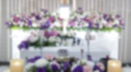華やかさを意識した花祭壇