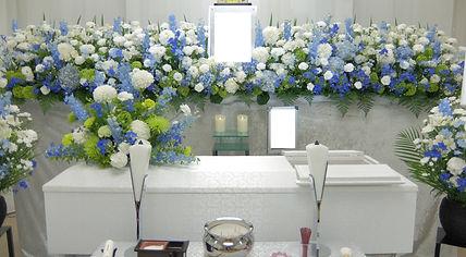 パステルのイメージの花祭壇