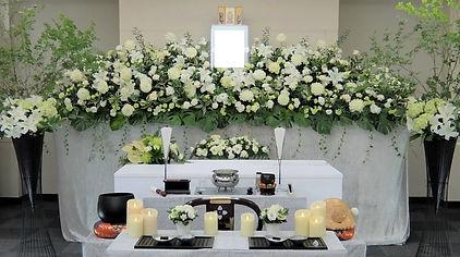 スタイリッシュな花祭壇