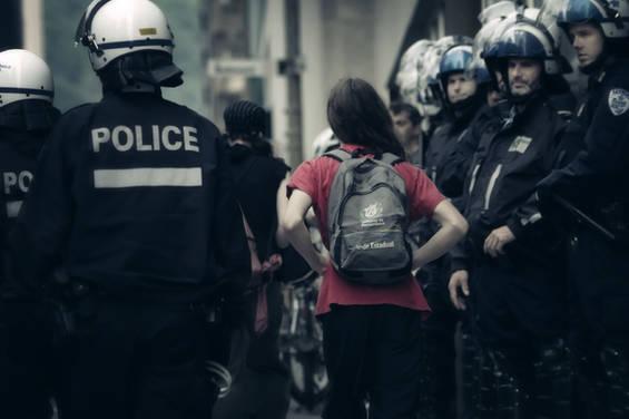 11 juin 2012, Montréal. Intense et intimidante présence policière lors d'une manifestation contre la Conférence de Montréal.
