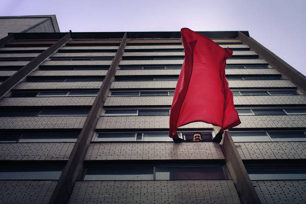 Carré rouge à la fenêtre