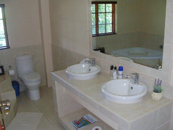 Oak Tree Lodge Bathroom 4