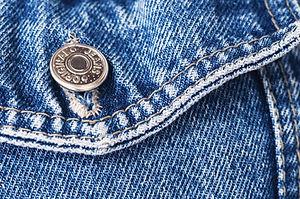 Wussten Sie schon?  …In Deutschland werden jährlich ca. 790.000 Tonnen Alttextilien gesammelt, Tendenz steigend. Mittlerweile gibt es überall spezielle Kleidercontainer, in denen gut erhaltene, getragene Kleidung vorwiegend aus Privathaushalten gesammelt wird. Altkleider werden sowohl von gewerblichen als auch karitativen Organisationen erfasst.