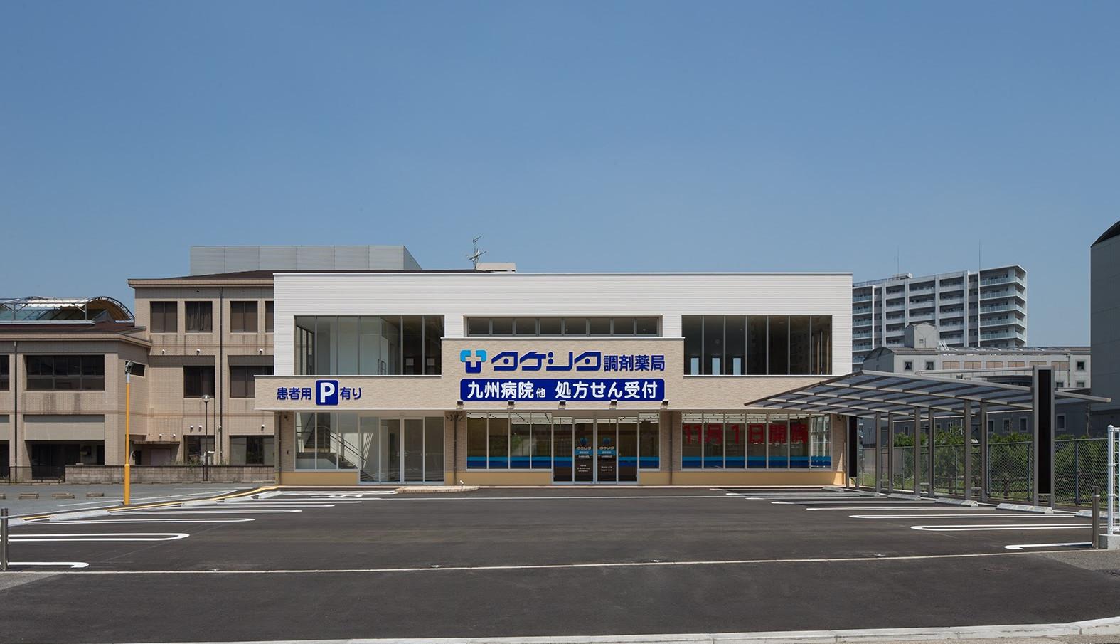 建物左側が2F入口