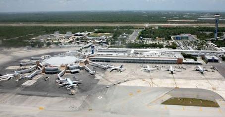 """Anuncian apertura de tiendas """"Corona Shops"""" en Aeropuerto Internacional de Cancún"""