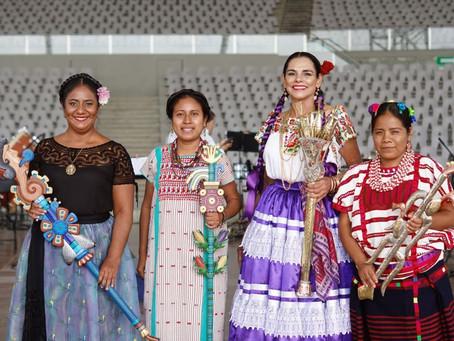 """La gastronomía con sus bebidas típicas está presente en la magia de la """"Guelaguetza"""" en Oaxaca"""