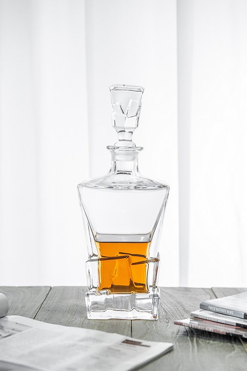 10124-750ML Whiskey bottle