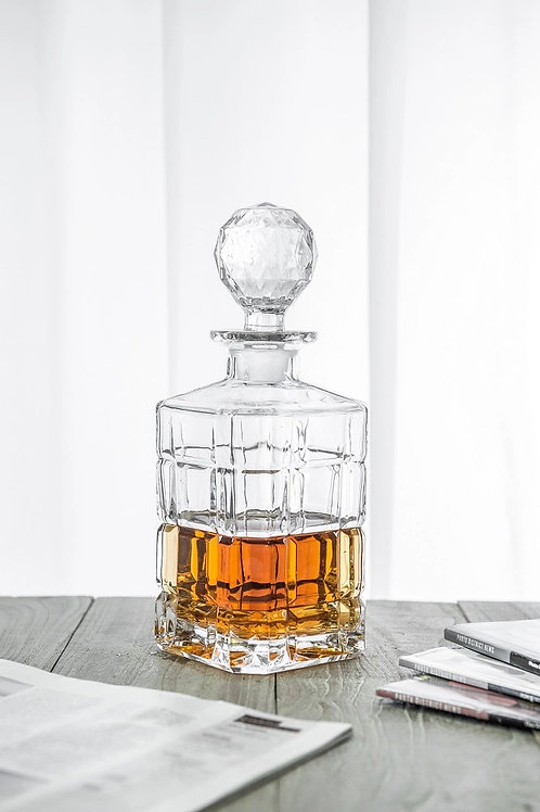 10127-900ML Whiskey bottle