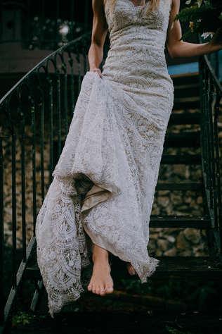 staircase wedding photos