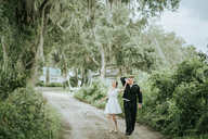 outside wedding pictures
