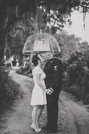 umbrella bride and groom pictures