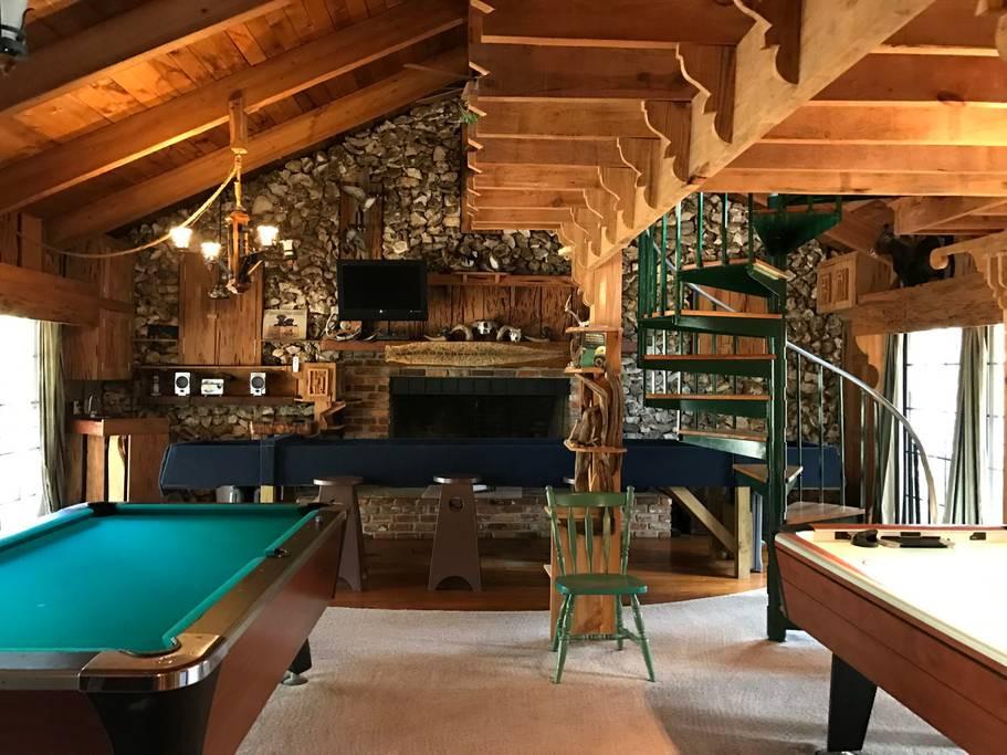 game room/groom suite