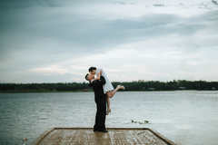 dock bride and groom pictures