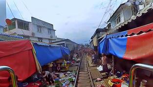 Embarquez à bord d'un train en direct en Thaïlande et observez le paysage le long du trajet.. Cliquez sur la photo pour lancer le live..