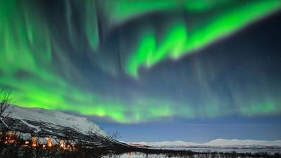 Le ciel en Laponie suédoise à l'extrême Nord du pays pour avoir l'opportunité d'observer une aurore boréale.. Cliquez sur la photo pour lancer le live..